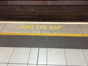 mind-the-gap-882368_640